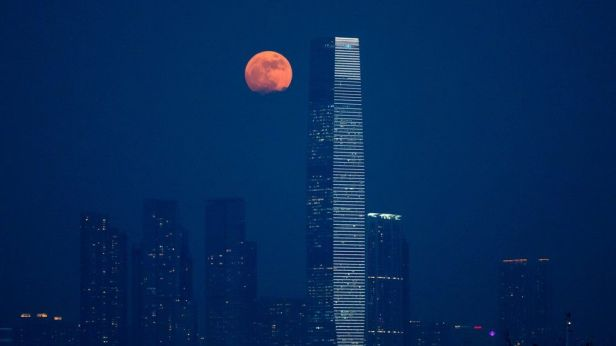 super-moon-over-hong-kong